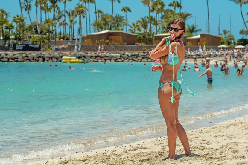 beach-bikini-daytime-946033